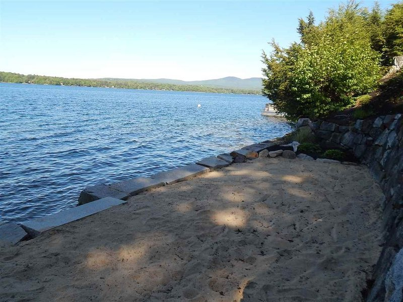 Large Lakefront Home - sleeps 14, vacation rental in Northfield
