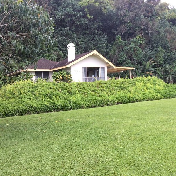 Romantic 1 Bedroom Home at Anini Beach!, alquiler de vacaciones en Kilauea