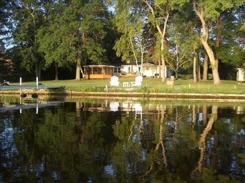Lakefront Getaway on Beautiful Lake Noquebay, alquiler vacacional en Wausaukee