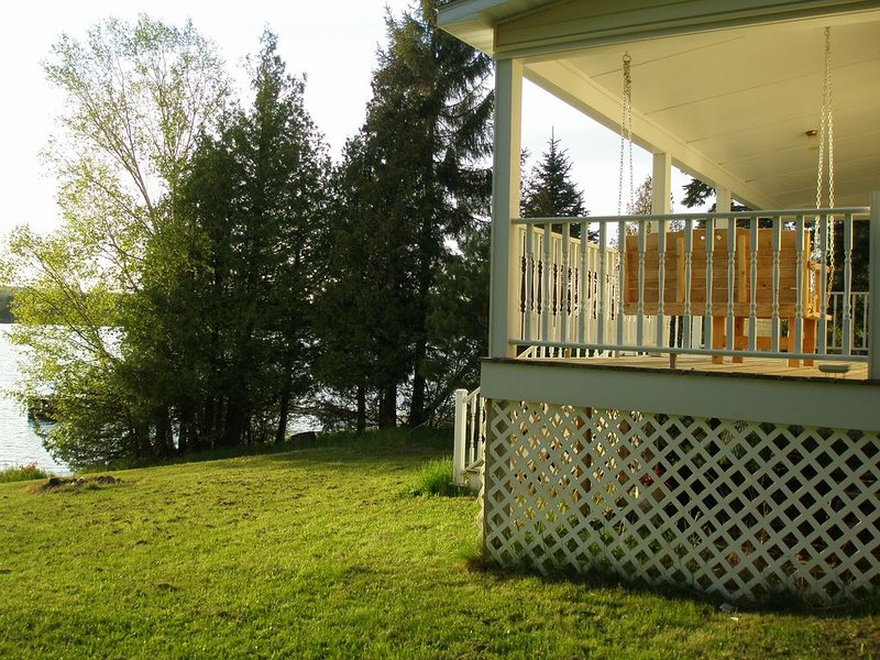 Beautiful Lakefront Home!, holiday rental in Calumet