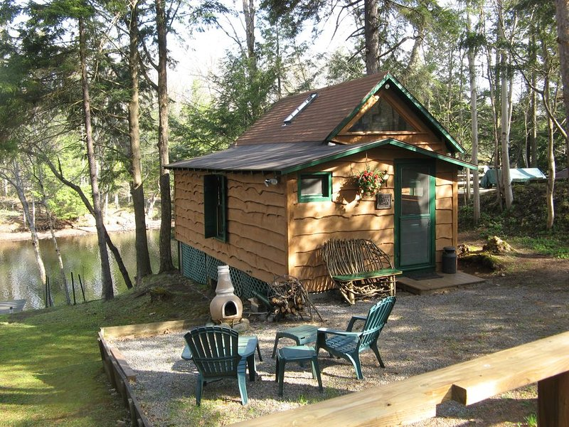 Riverfront Cabin for Two, Perfect Getaway!  Summer-  Weekly only  Sat. to Sat. – semesterbostad i Woodgate