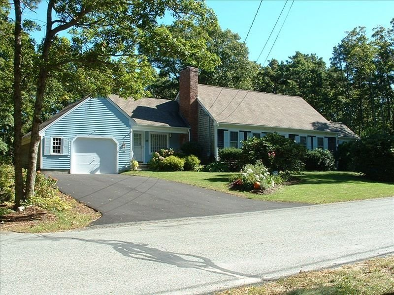 Beautiful and Charming Barnstable Vacation Home, holiday rental in Barnstable
