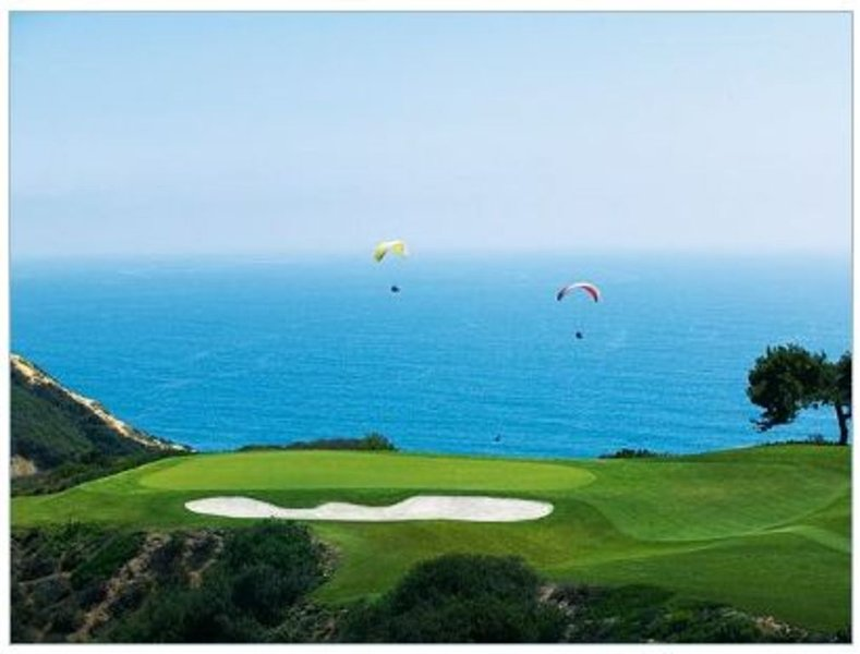 World famous Torrey Pines Golf Course just a 10 minute drive away.