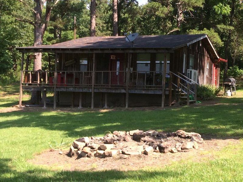 Quaint, Country Cottage Nestled In The Ozark National Forest, aluguéis de temporada em Salesville