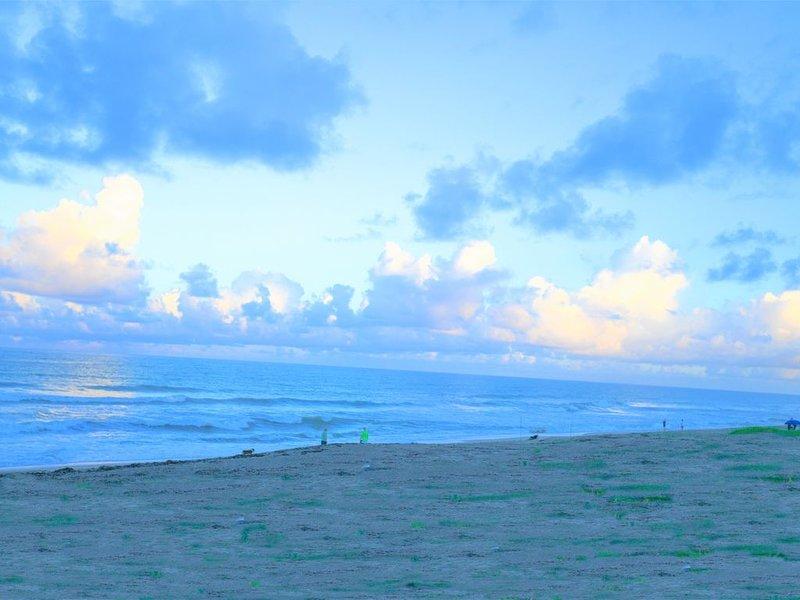 Comfortable Chic Hutchinson Island Condo Getaway.  Enjoy the island/ocean breeze, holiday rental in Stuart