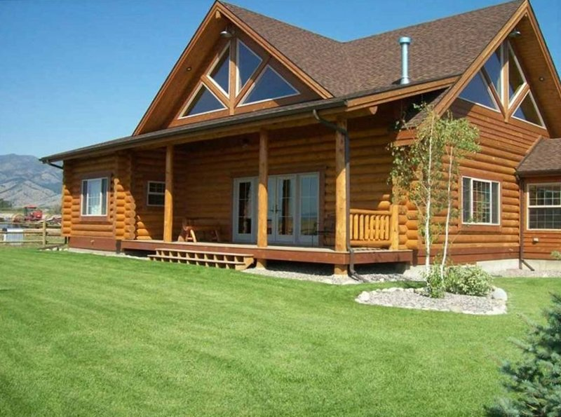 Log Home in Beautiful Country Setting - Minutes from Bozeman!, vacation rental in Manhattan