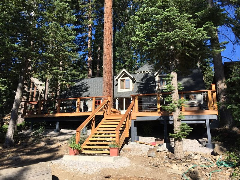 Classic Lakefront Tahoe Cabin!, holiday rental in Carnelian Bay
