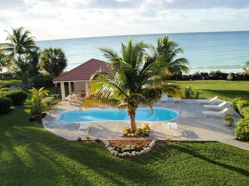 Stop! You have found Paradise! 2 & 3 bedroom OCEANFRONT town homes on beach!, Ferienwohnung in Freeport