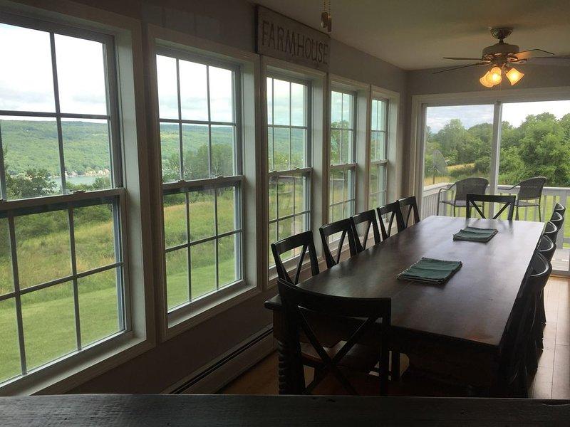 Vine Rd. Farmhouse, PennYan NY; Keuka Lake, Finger Lakes. Great kitchen and view, aluguéis de temporada em Keuka Park