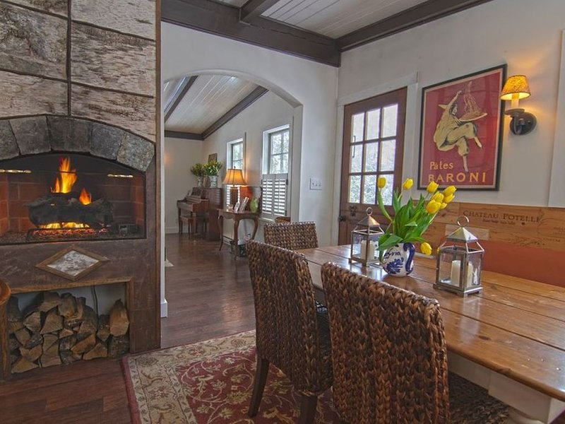 Luxury Adirondack Living in Lake Placid Village, alquiler de vacaciones en Lake Placid