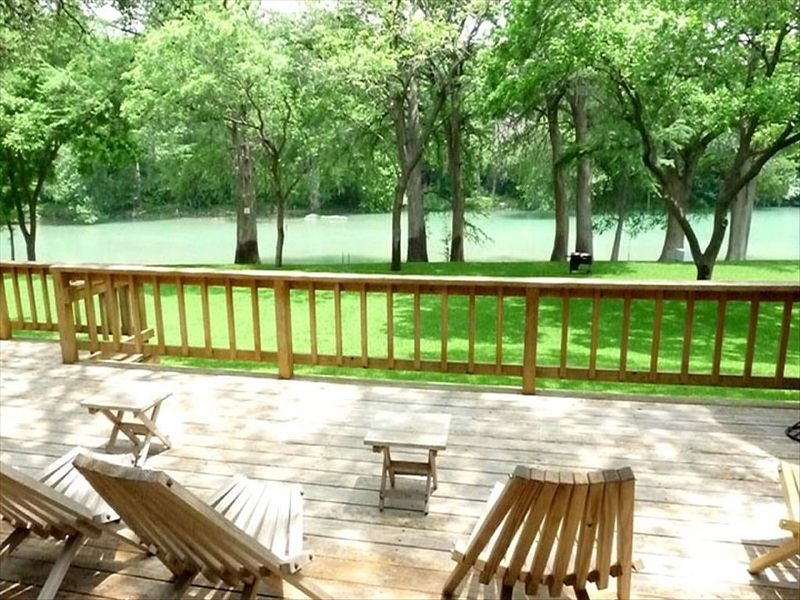 Enjoy life on the river! Spacious home! Views! Wildlife! 1 mile from Gruene!, holiday rental in New Braunfels