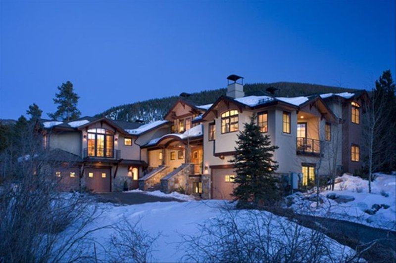 9 Bedroom Luxury Home on the River, Hot Tub, Movie Theater, Game Room, alquiler vacacional en Keystone