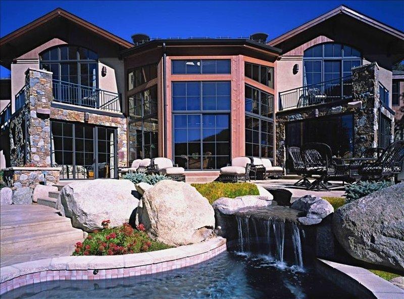 Maison de luxe avec salle de cinéma, hammam, bain à remous, salle de jeux et salle d'exercice