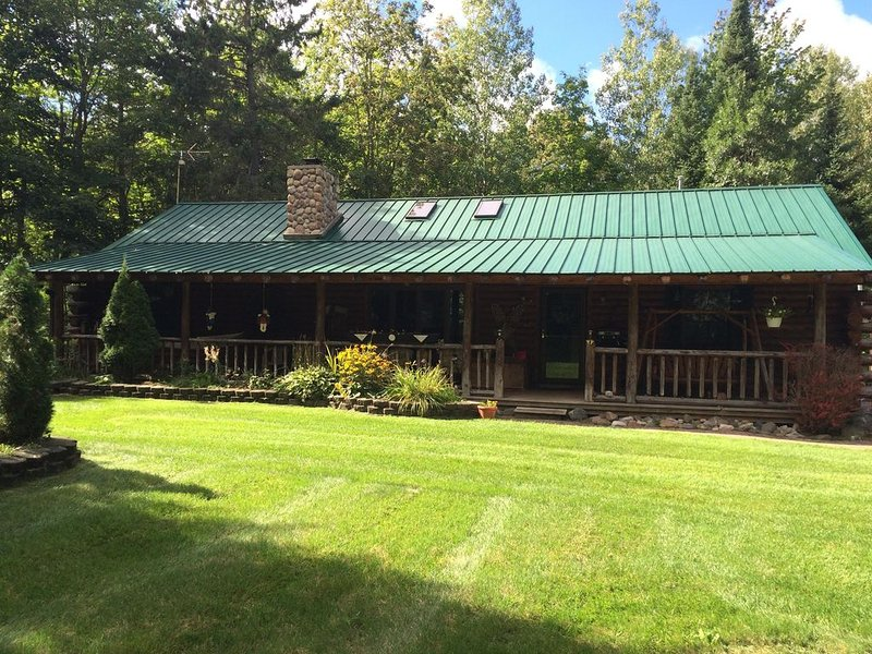 Log Cabin for the Perfect Snowmobile/Cross Country Ski Getaway, holiday rental in Cheboygan County