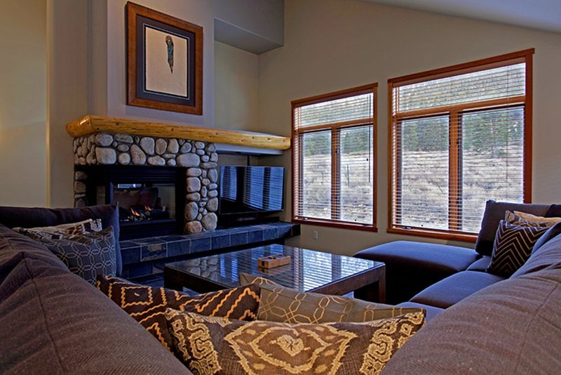 A Cut Above -  4 bedroom Snowcreek Townhome Sleeps 10 - Newly Remodeled, vacation rental in Mammoth Lakes