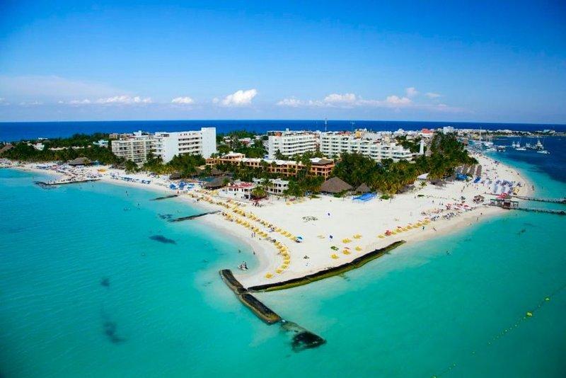 Nautibeach Resort Deluxe Ground Floor Condo, holiday rental in Playa Mujeres