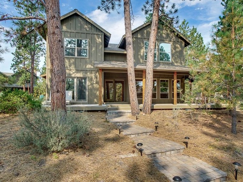 Bend Getaway in RiverWild-Walk to Deschutes River and Old Mill District, vacation rental in Bend