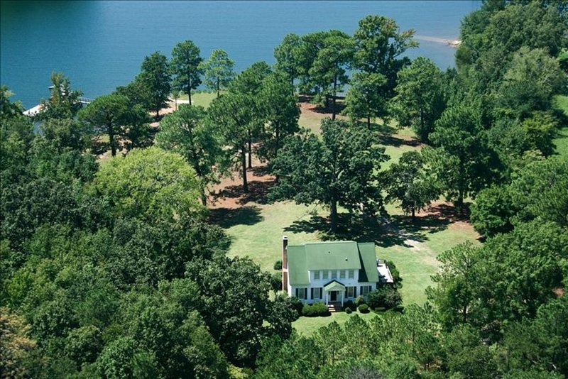 Lake Murray Vacation Home Near Dam with Large Floating Dock, location de vacances à Seven Oaks