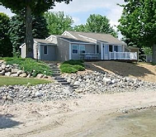 Beautiful Cottage on the Water of Pristine West Bay, holiday rental in Suttons Bay