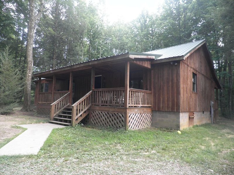Nature & Privacy with Internet & Hot Tub & Local outdoor activities!, holiday rental in Summersville