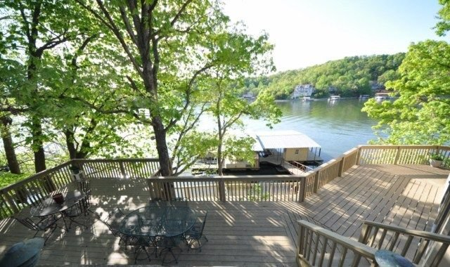 6BR/5BA LUXURIOUS LAKEFRONT HOME-Highly Desired Location-Sleeps 21, holiday rental in Lake Ozark