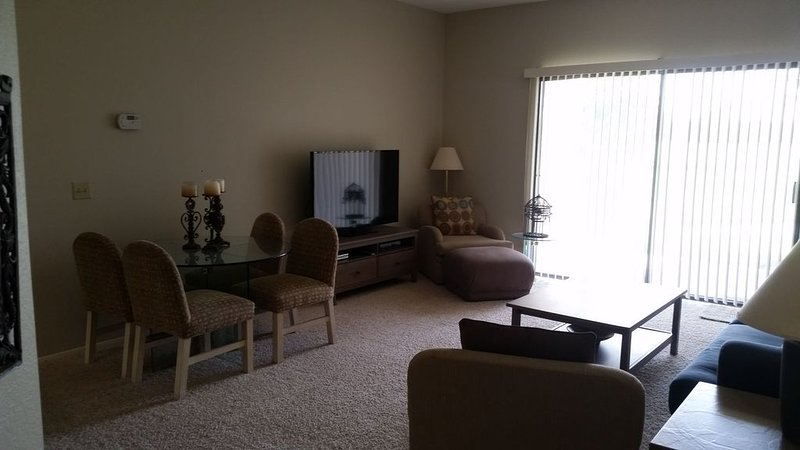Scenic 2 Bedroom Condo - the perfect home for your trip, holiday rental in Cathedral City