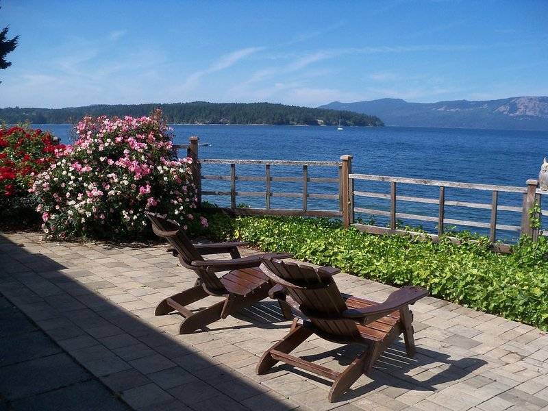 Beach front vacation home., holiday rental in Cowichan Valley Regional District