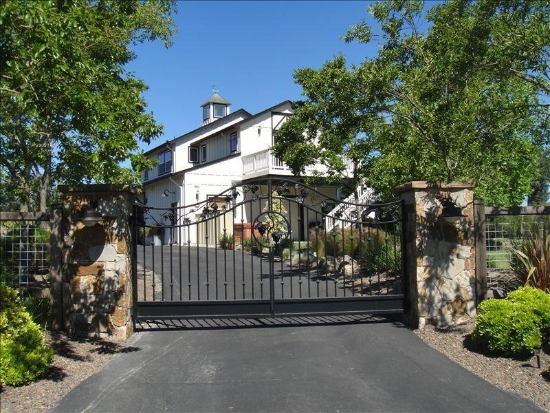 Spacious Cottage on Gorgeous Wine Country Estate, location de vacances à Windsor
