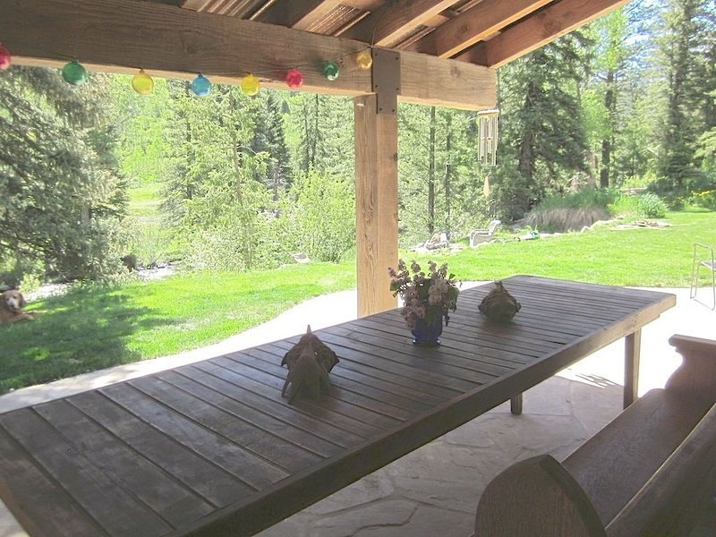 Riverfront Luxury w/Stunning Mountain Views.  Secluded, Peaceful Setting., vacation rental in Redstone