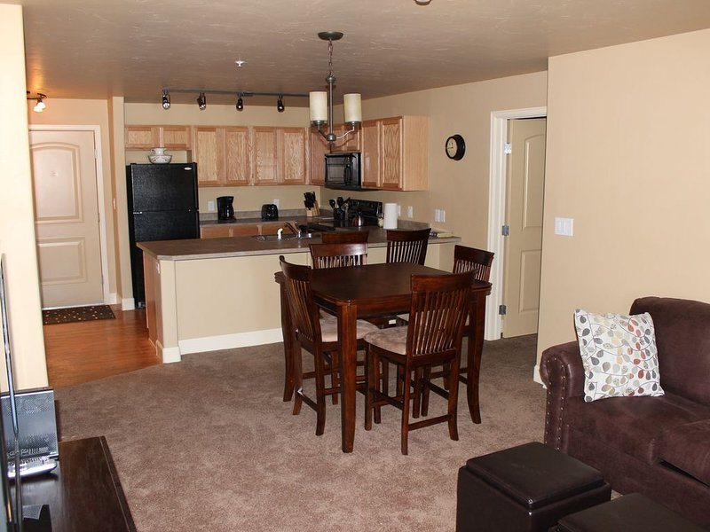First Tracks, 2 bed/2 bath, 1st Floor-No stairs, Kid Friendly, Great Amenities!, alquiler de vacaciones en Steamboat Springs