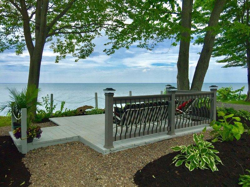 Spectacular Panoramic Lake Views in Romantic, Private Setting, alquiler de vacaciones en Kent
