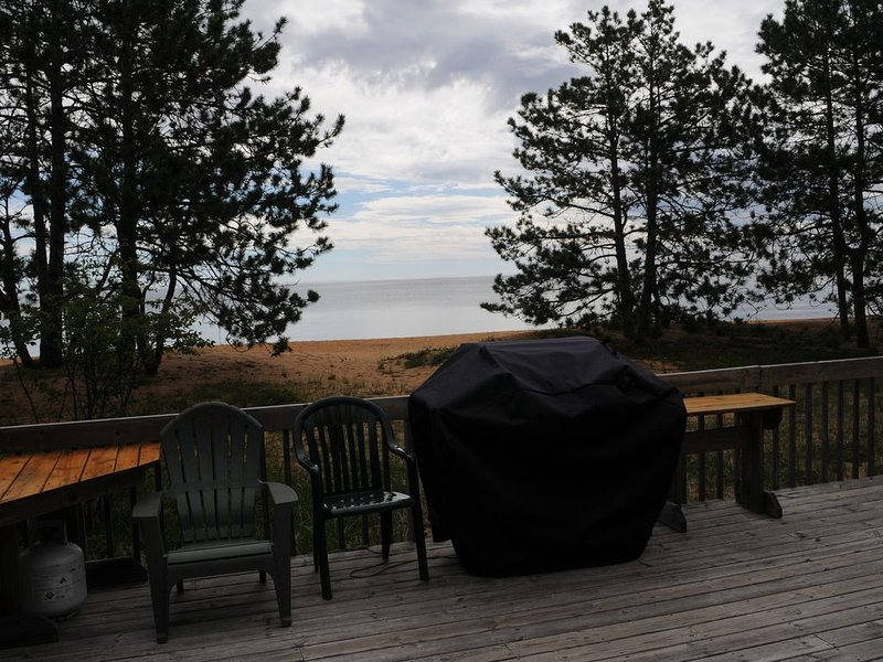 Beautiful Big Traverse Bay, Lake Superior, Cottage on Sandy Beach, pet friendly, holiday rental in Calumet