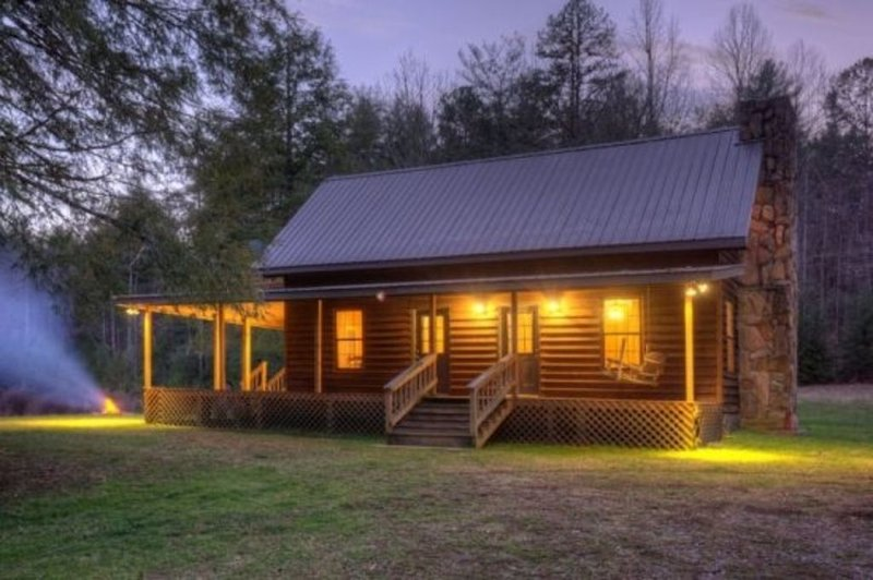Quiet, secluded pine cabin waiting just for you!