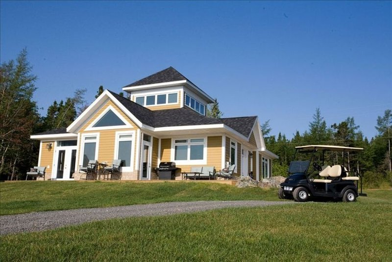 Newly Built House Overlooking Bras D'or Lakes - Golf Included in rates!, casa vacanza a Baddeck