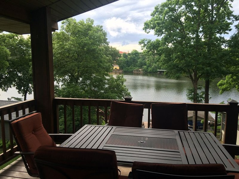 Stan's Lakefront Home II, Lake Hamilton Main Channel with Party Barge Rental, holiday rental in Lake Hamilton