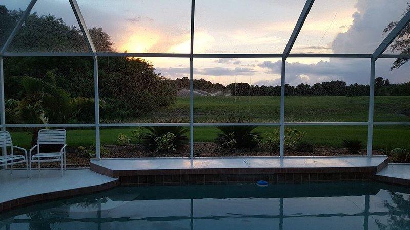 Nice 3 Bed 2 Bath Golf View Villa South Facing Pool, casa vacanza a Rotonda West