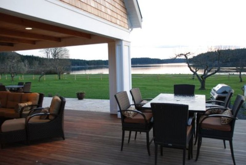 Amazing Estate on Westcott Bay- 10 Acre, 2 Home Estate - Next to Roche, holiday rental in Bedwell Harbour