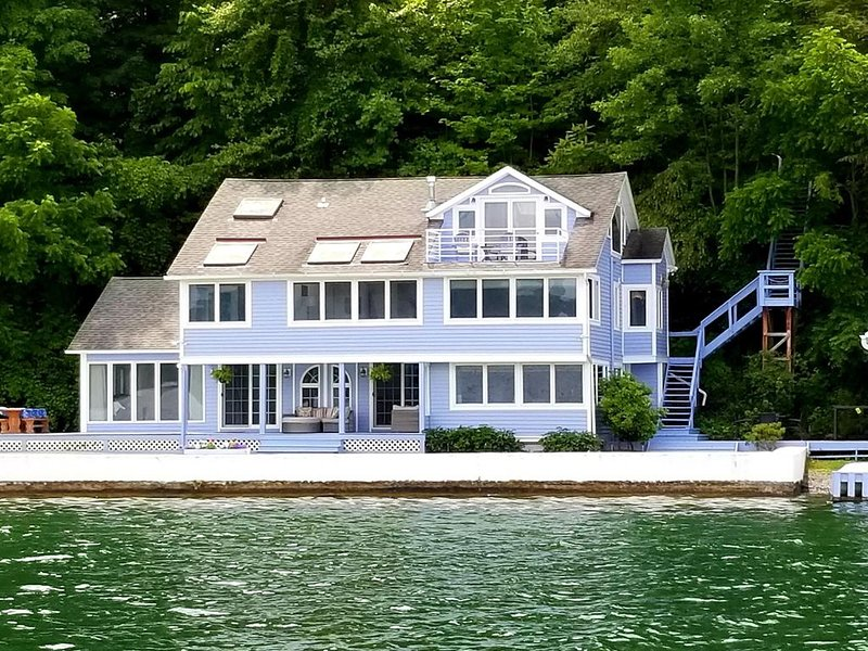 Spacious Lake Home, Amazing Views, Lakeside Lawn, Wrap Porch, Boathouse, Dock, vacation rental in Freeville