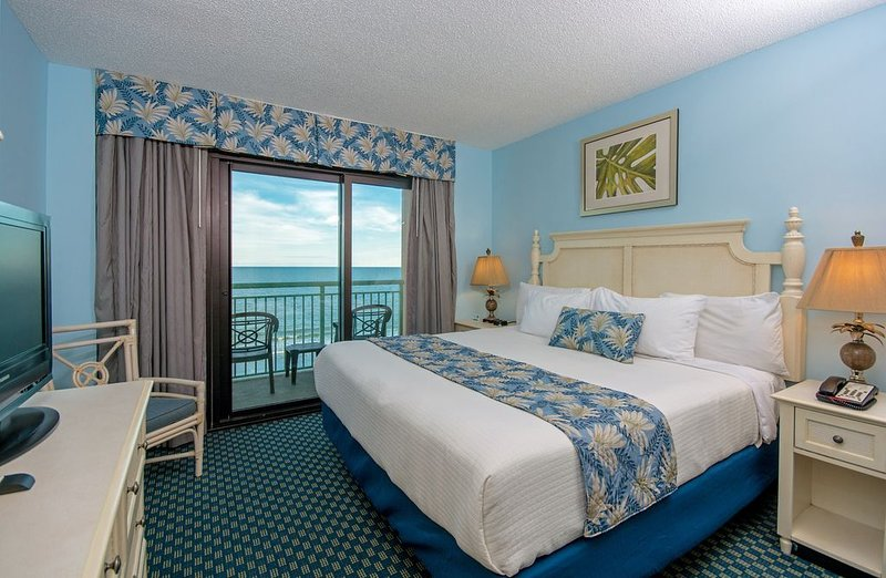 · WATCH THE BEACHFRONT SUNRISE AND LISTEN TO THE WAVES IN OUR 3 BEDROOM CONDO! – semesterbostad i Myrtle Beach
