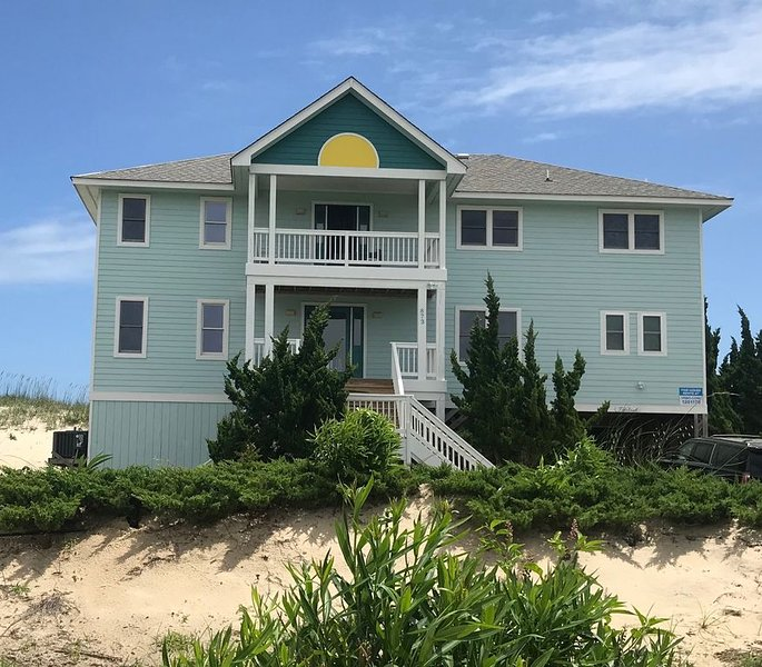 Book 2020 & 2021 Oceanfront w Private Walkway, Elevator,  Custom Pool, VIEWS!, alquiler de vacaciones en Corolla