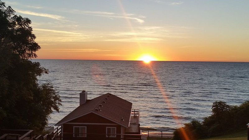 Breathtaking Luxury Home On Lake Huron, location de vacances à Forester Township