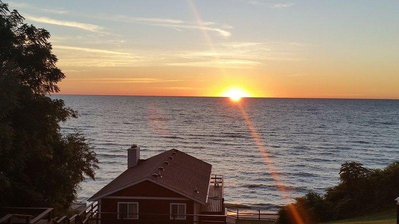 Breathtaking Luxury Home On Lake Huron, aluguéis de temporada em Forestville