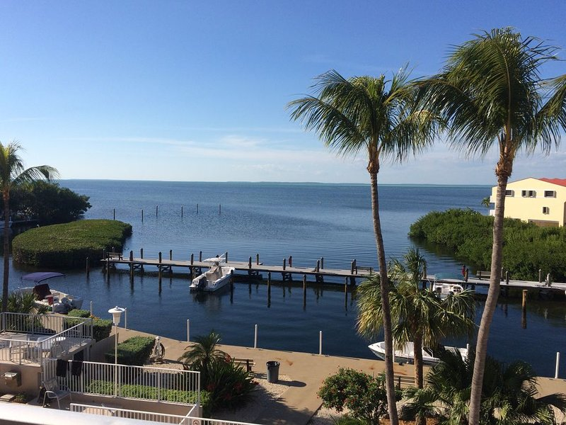 Beautiful 1 bedroom apartment with a Phenomenal direct bay view 312, vacation rental in Tavernier