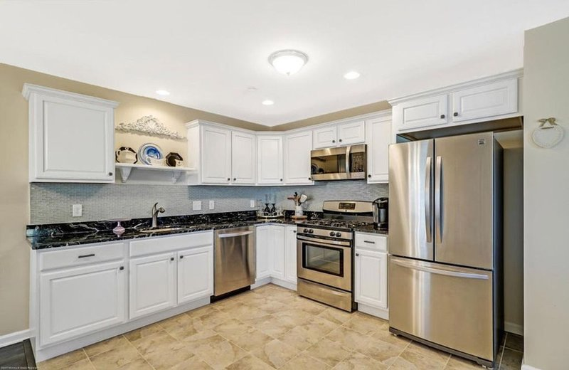 Beautiful Newly Renovated Ortley Beach Condo!  Just one block from the beach!, holiday rental in Ortley Beach
