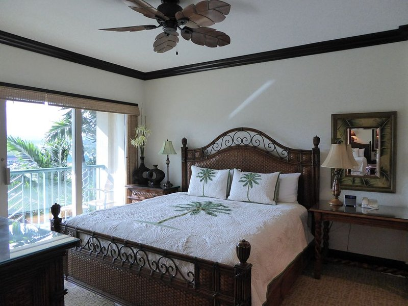 'ROMANTIC' Hawaiian Theme Master Bedroom with large 'King Bed'.