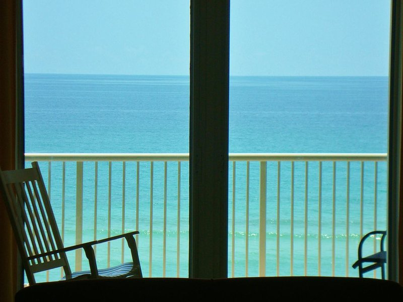 Newly renovated, ultimate in cleanliness, waterfront, largest beachfront balcony, vacation rental in Navarre