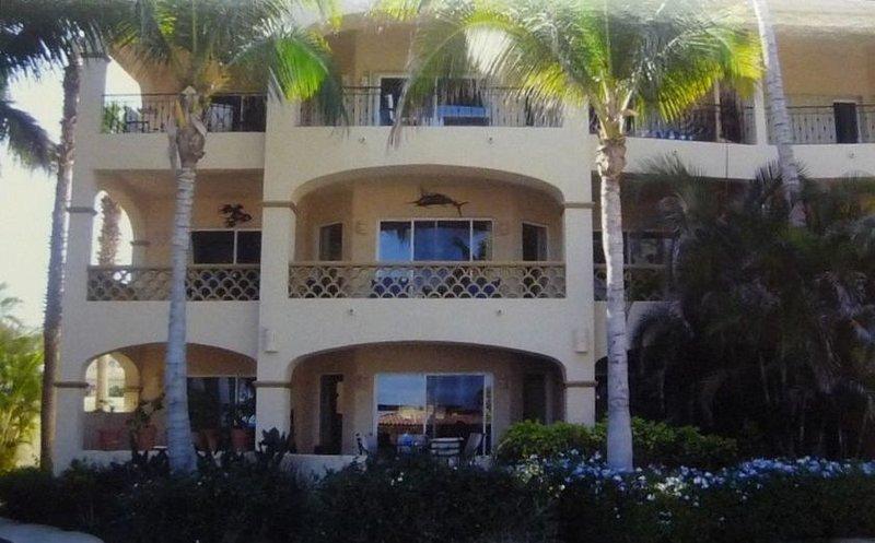 Las Mananitas - 2nd Floor Luxury Corner Unit Closest to Beach, location de vacances à San Jose Del Cabo
