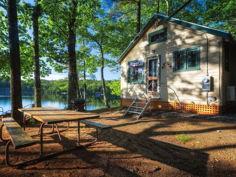 The 'Wicked Cute' Camp – on Norton Pond Near Camden & the Coast of Maine, holiday rental in Union
