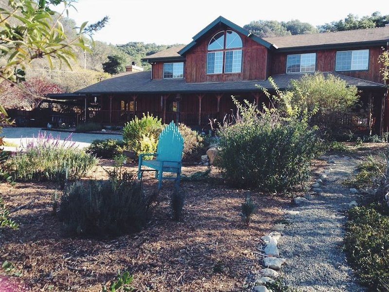 Peaceful 4 Bedroom 6 Acre Ranch House With Mountain Views In Beautiful Ojai, casa vacanza a Oak View