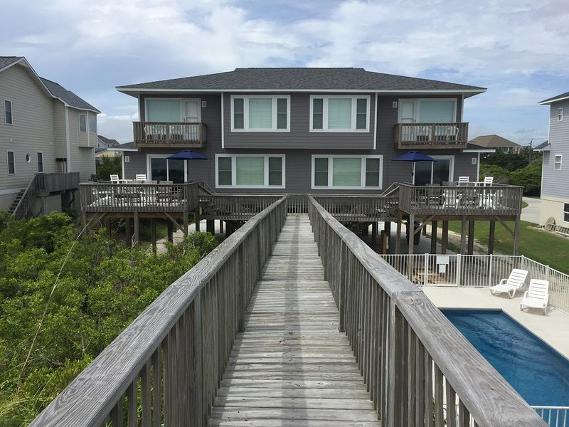 Beachfront Home with a Private Pool Sleeps 22, holiday rental in Cedar Point